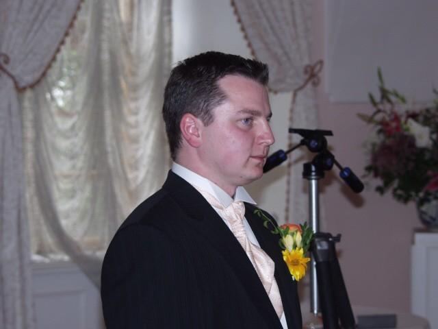 Jedinečný sraz... i zážitek - Bob a čekání na nevěstu. Správní kamarádi podrželi a pokřikovali na něj: Bobe, uteč!