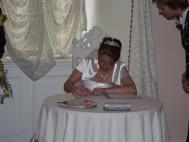 Jedinečný sraz... i zážitek - Bob se však nedal zvyklat a tohle už je nevěsta při podpisu - dobře jim tak! :-)