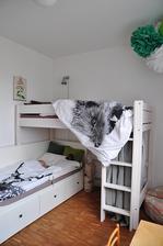 Další růst v pokojíčku. Anežka si přála vysokou postel.