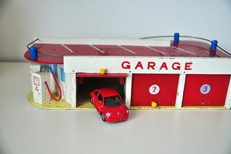 Boží garáže z aukra