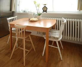 Staronové židle, ještě stůl bych ráda vyměnila...