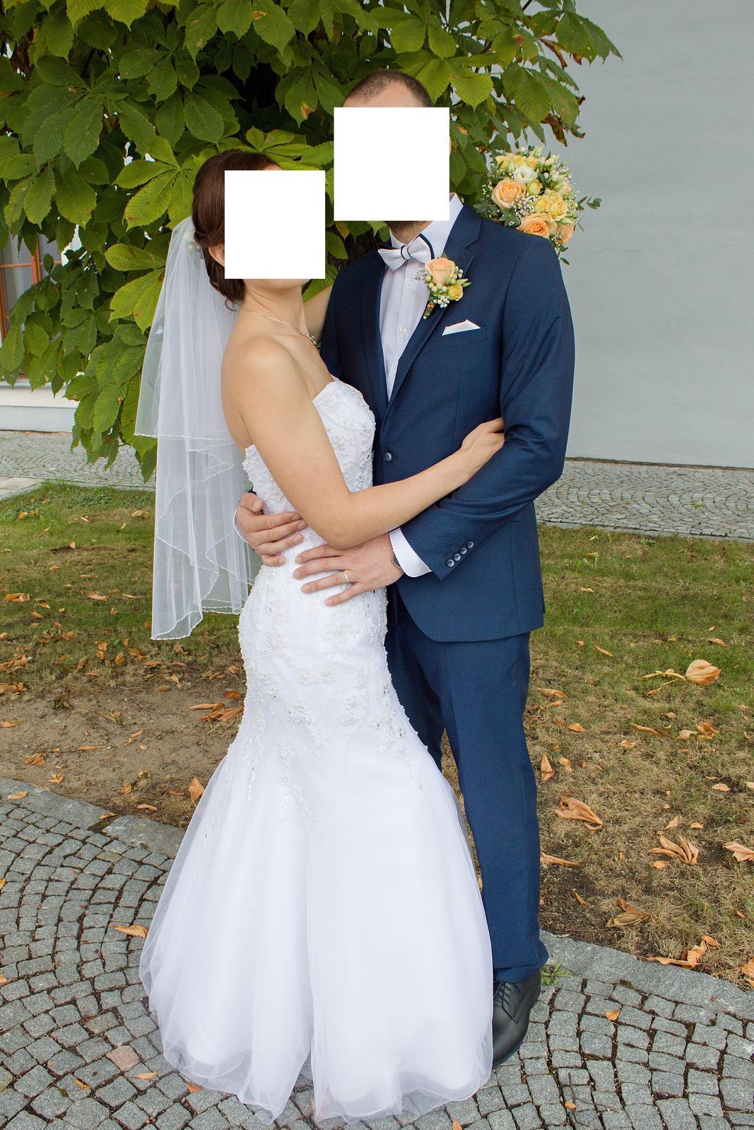 Zdobené šaty s užším střihem přes boky - Obrázek č. 1