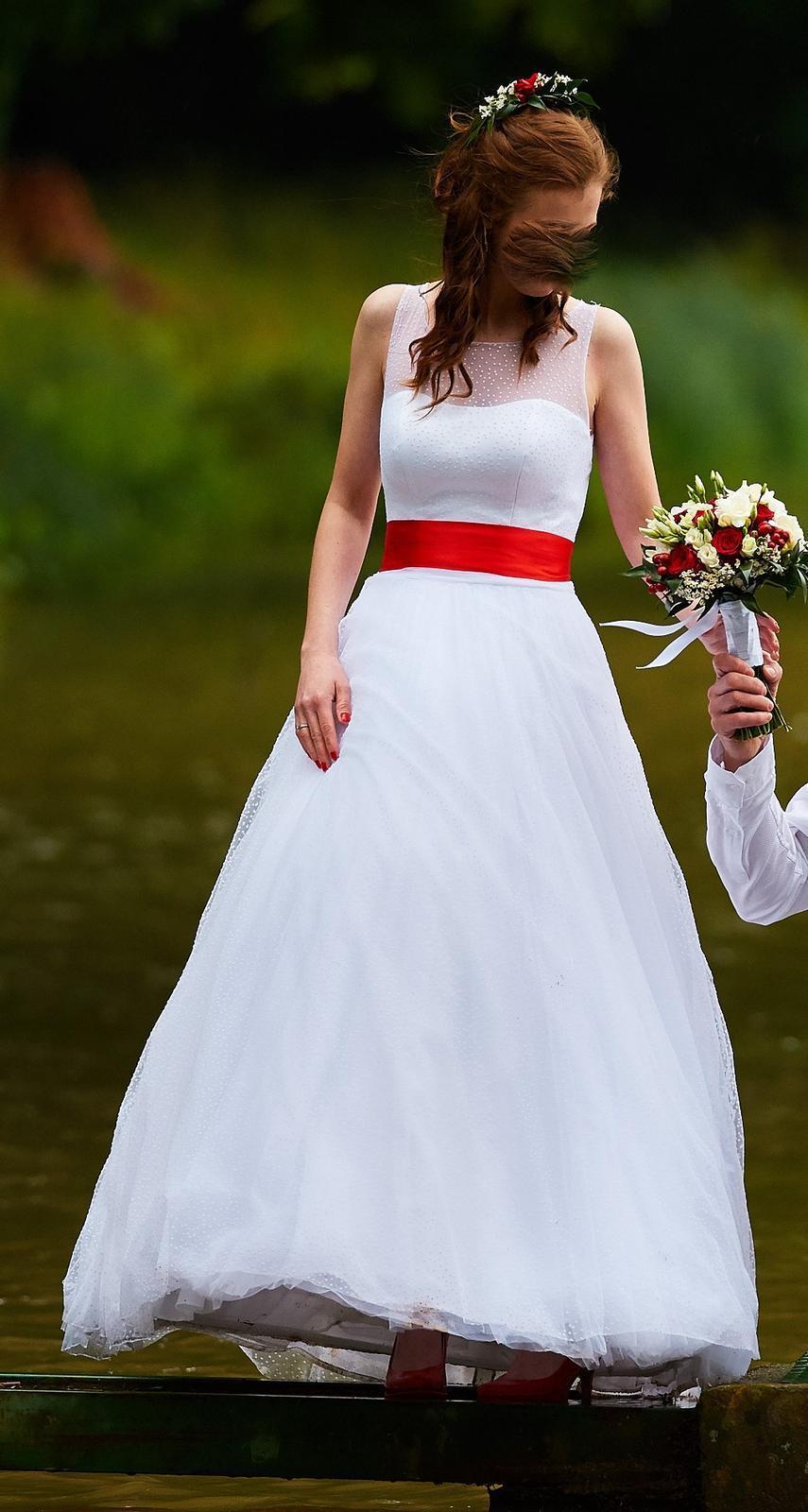 Puntíkované svatební šaty - Obrázek č. 1