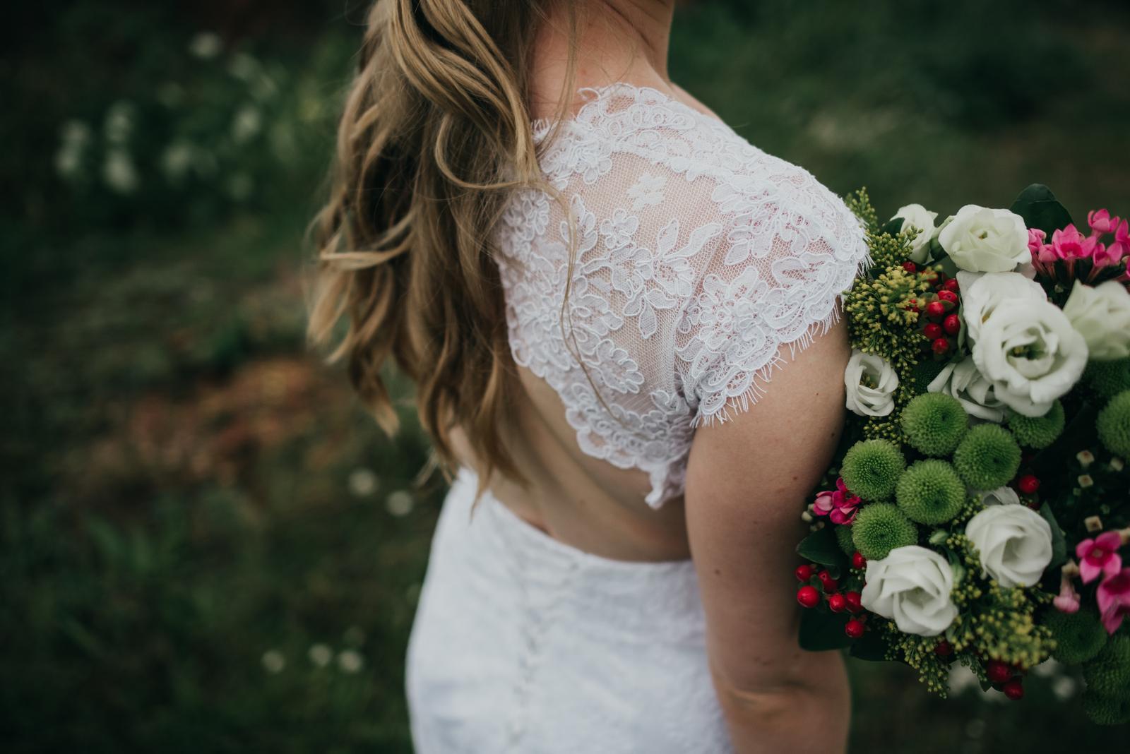 bílé svatební šaty s krajkou 36 - 38 - Obrázek č. 1