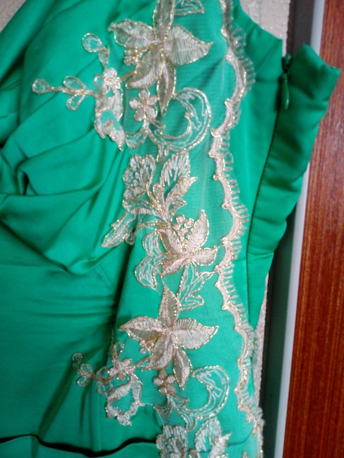Zeleno-zlaté šaty - Obrázok č. 2