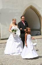 Příchod nevěsty s tatínkem a kouzelnou družičkou