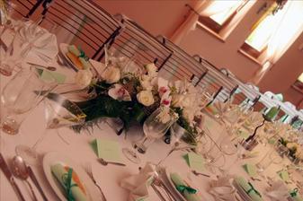 Detail výzdoby stolů, ani na nich nesměly chybět mé oblíbené orchideje