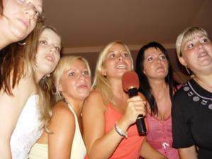 Holčičí karaoke