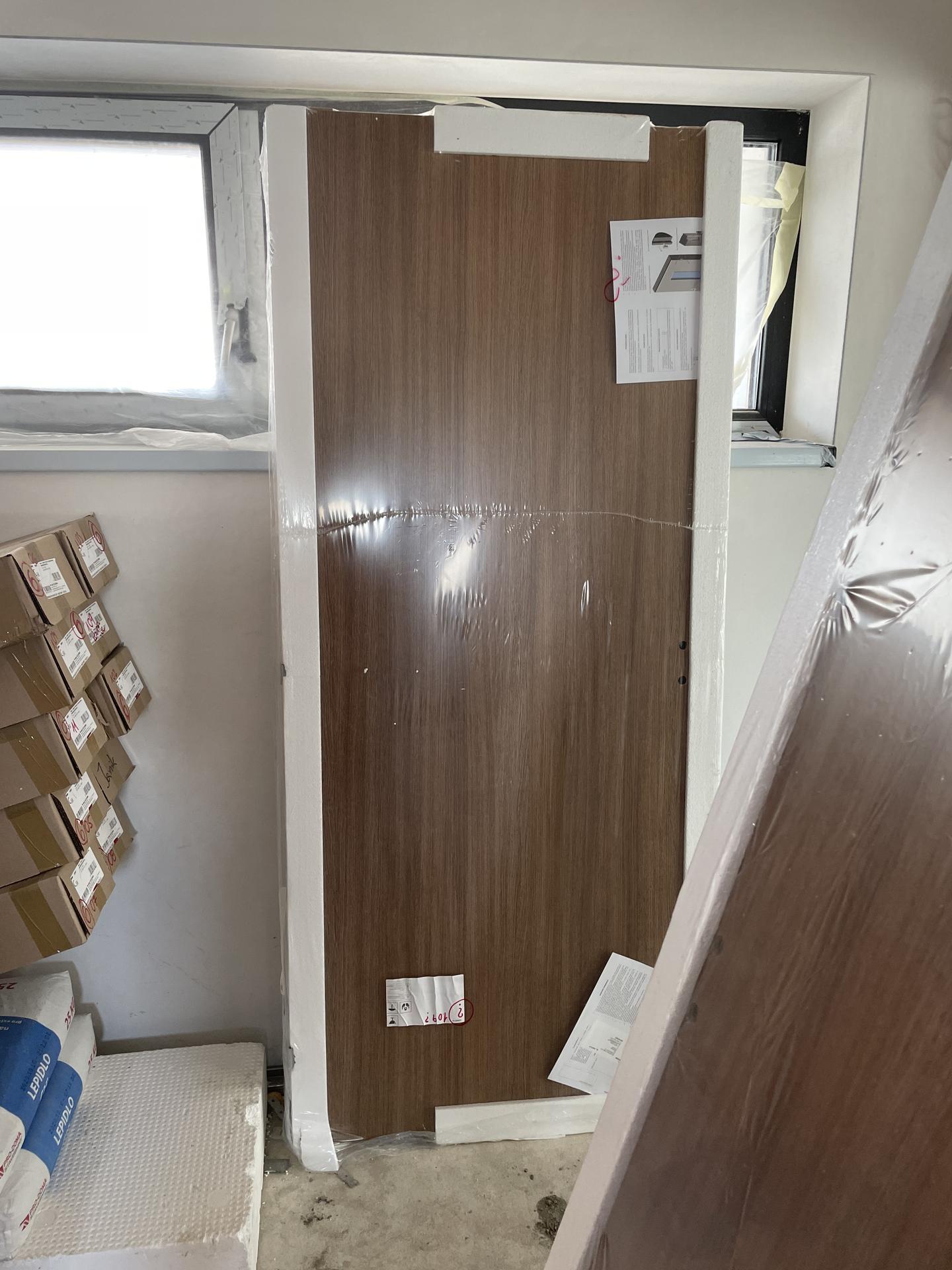 Naše nové doma - Přišly dveře :-)