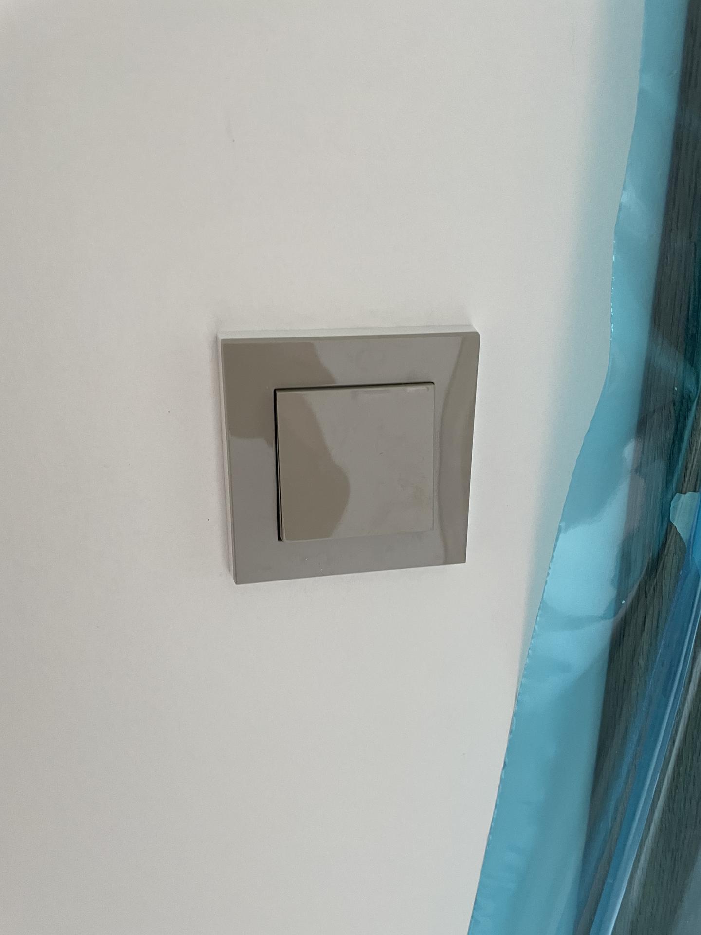 Naše nové doma - Osazujeme vypínače a zásuvky. ABB levit