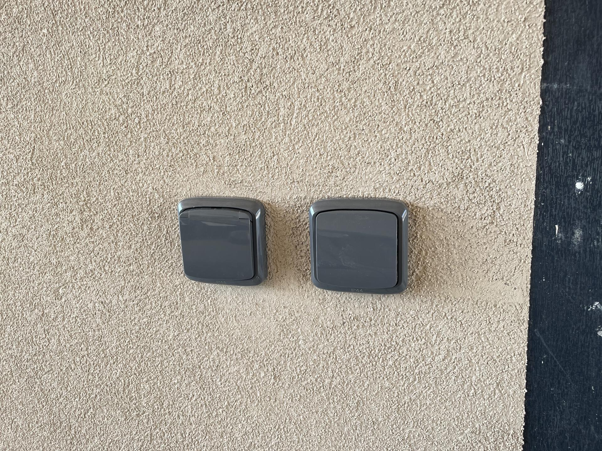 Naše nové doma - Venkovní vypínače