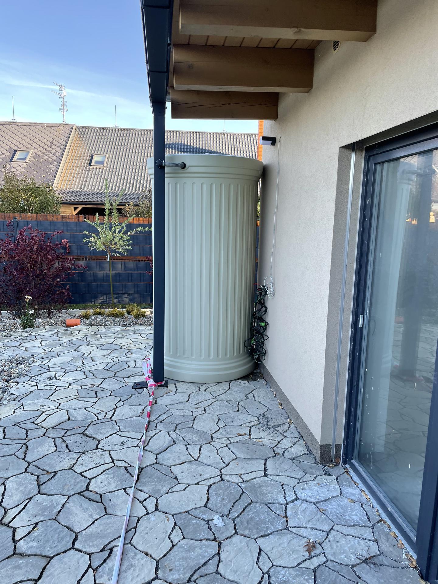 Naše nové doma - Zapojené nádrže na vodu
