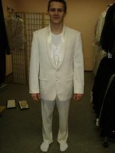 Můj miláček ve svatebním obleku.