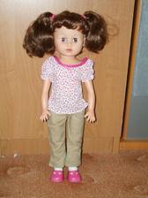Panenka, která bude na mém autě. Už se jí šijou šatičky.