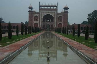 Taj Mahal - vstupna brana