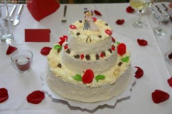 Takový dort byme měli mít, akorát s oranžovýma růžičkama