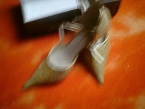 totot maly byt moje svadobne topanky ale som vyssia od mojho nastavajuceho cize su na predaj