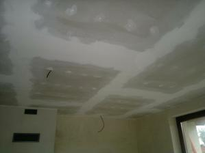 zatmelený a vybroušený strop