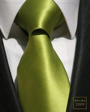 ...a zelenou kravatu...