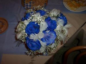 moje kytka, sice už hoooooodně večer, ale ve svatebnim albu je také vidět:)