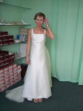 opravdu jsem chtěla splývavé šaty, ty široké mi nešly, všechny mi byly velké v horních partiích a nebo zase krátké:(