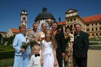 s rodiči, svědky a družbou a družičkou