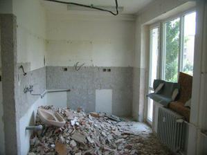 takto vyzerala kuchyna po demolacii