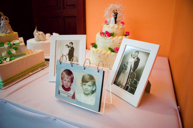 Adriana Hajkova{{_AND_}}Erik Bezak - okrem tychto fotografii sme mali este na notebooku prezentaciu nasich fotiek z detstva, rodiny, z dovoleniek, rekonstrukcie bytu atd. prezentacia bezala celu noc, kazdy si mohol nase fotecky pozriet, celkom to malo uspech