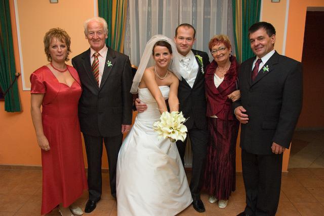 Adriana Hajkova{{_AND_}}Erik Bezak - so svadonymi rodicmi