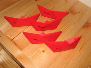Taky není špatný nápad, poskládat si origami...