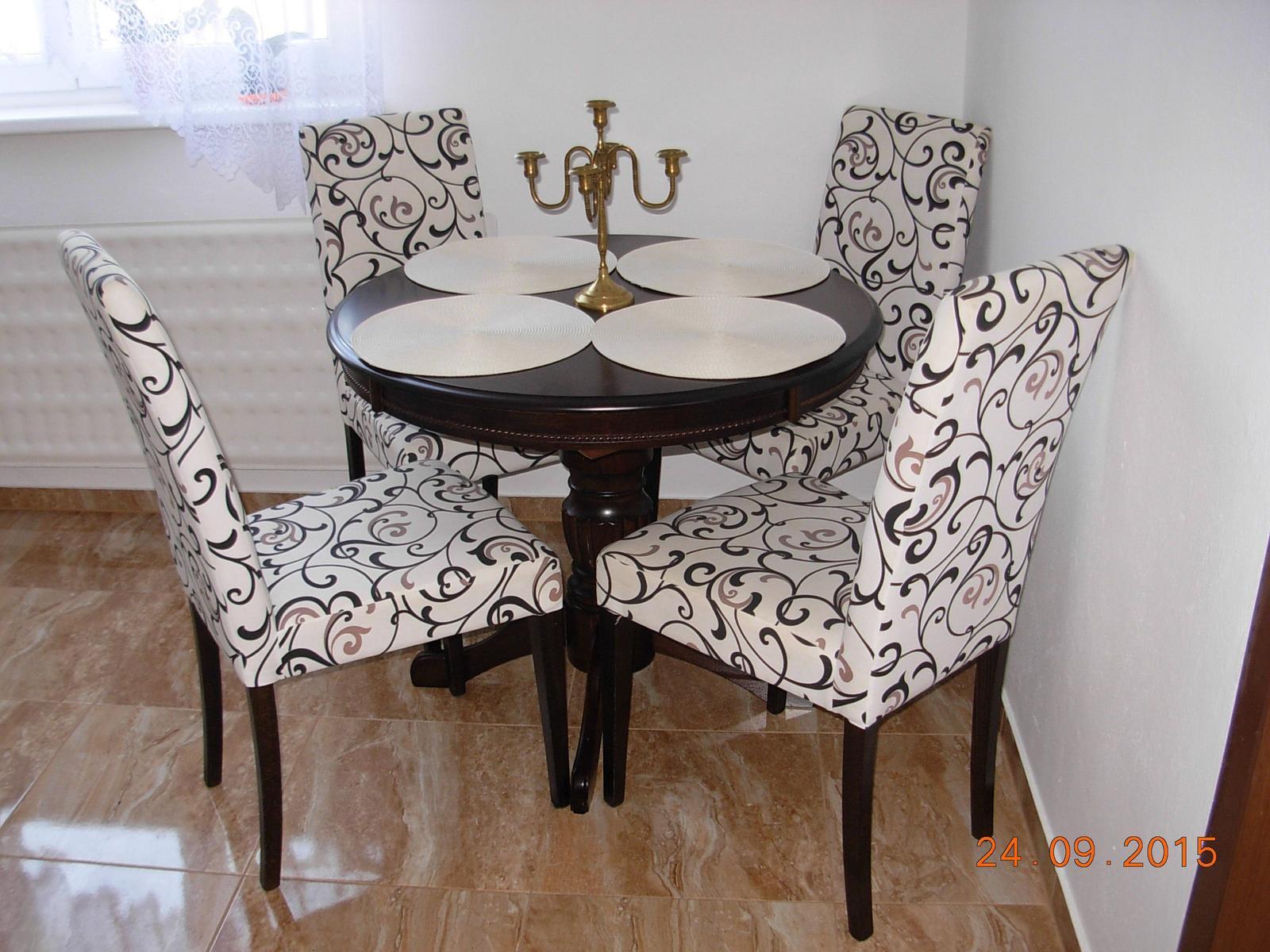 Pred prerábkou - Už nie je stôl osamotený, konečne mu pribudli kamarátky stoličky:)