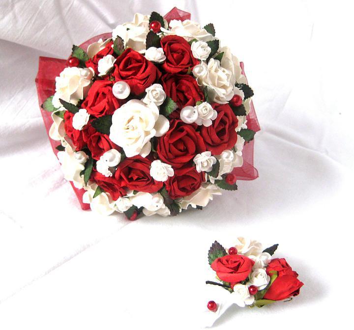 lioness - Kytička z papírových růžiček v červenobílé kombinaci.