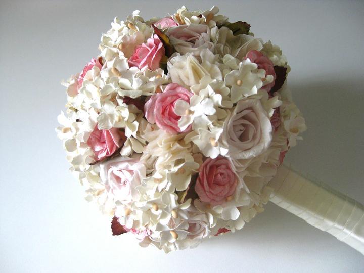 lioness - Kytička z papírových květů v růžovém nádechu.