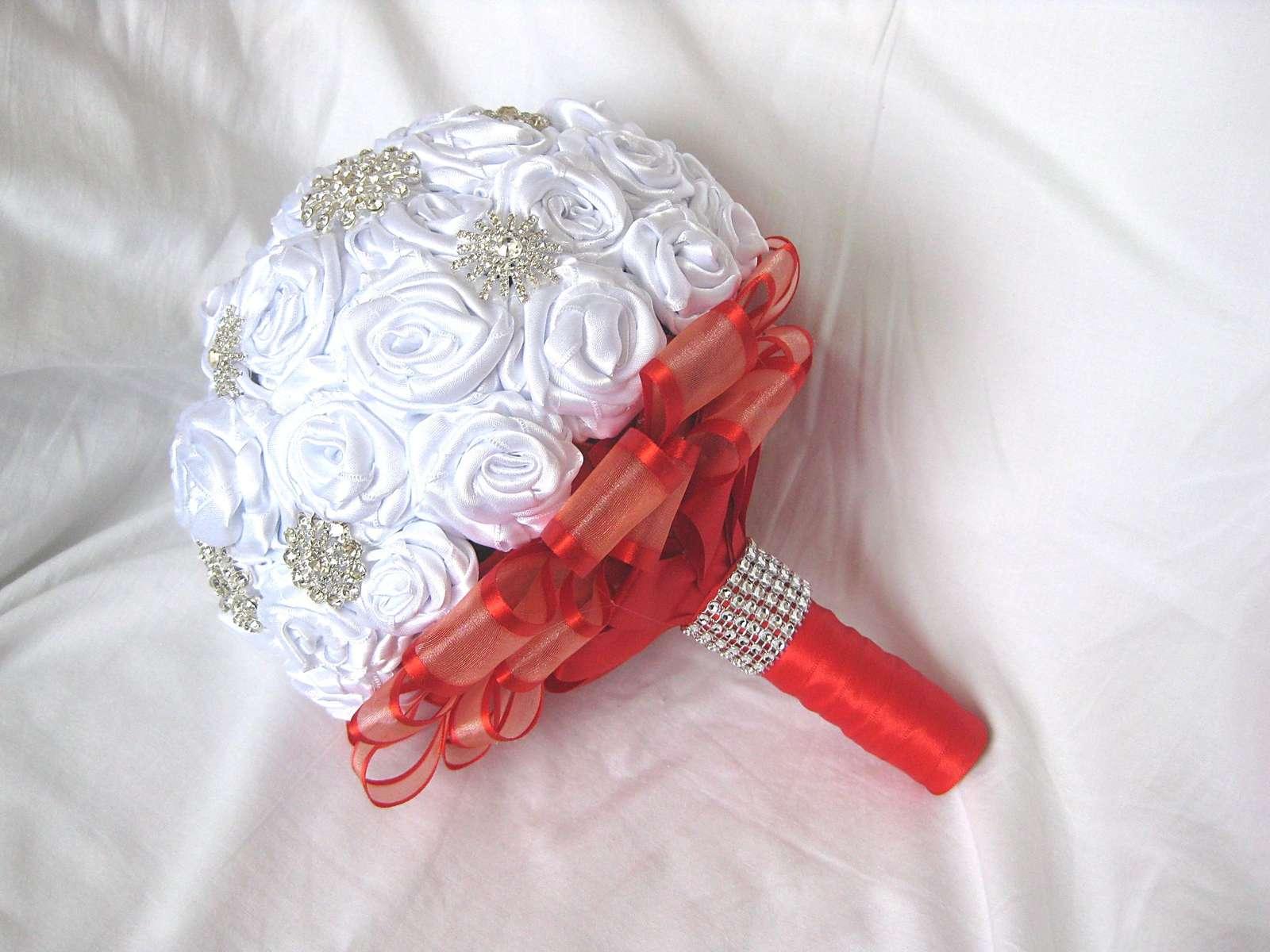 Saténová svatební kytice - Obrázek č. 1
