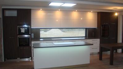 10/2012 kuchyna, este s foliou na dvierkach , zacapkana a troska nedokoncena :-)