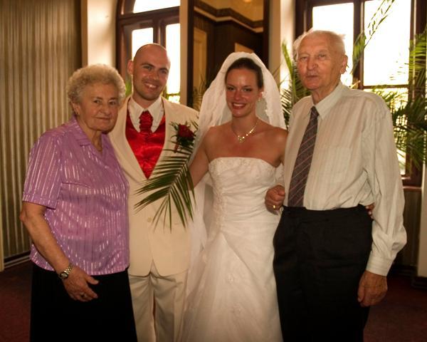 Erika Kadlubekova{{_AND_}}Steven McGowan - Moji najperfektnejsi stari rodicia!!!! Taki bolo hrdi :)