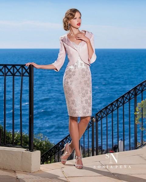 ff85cafef6ee Krátke šaty a kostýmy pre svadobné mamy 2016 - Kostýmy a šaty pre ...