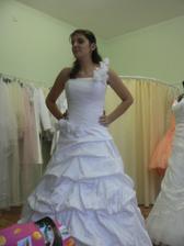 nadherne saty Veronika len troska drahe ale svadba je len raz :)