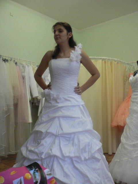 Naša svadba 24.11.2007 - nadherne saty Veronika len troska drahe ale svadba je len raz :)