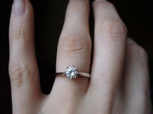 Můj zásnubní prstýnek:-))