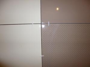 začali sme obkladať kúpeľňu :) 08.11.2013