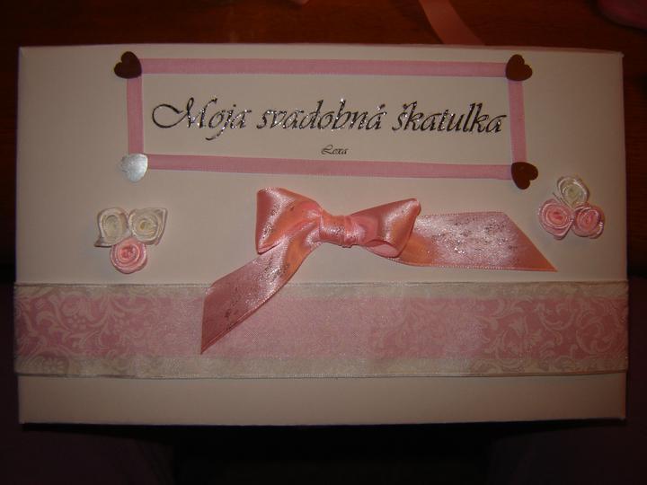 Moje predstavy..:) - Moja svadobná škatuľka, do ktorej si budem vkladať drobnosti a môj podväzok od kamarátky (natalia6210)