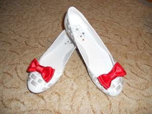 a svatební botičky s mašličkou