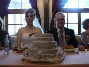 a teď fotka dortíku pro holky z Plzně