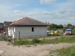 přístřešek a půl střechy hotovo