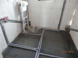 voda+odpady+záchod v koupelně hotový