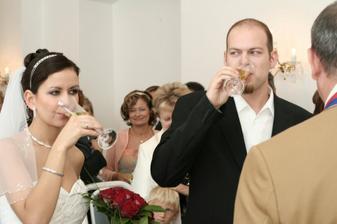 Novomanželský přípitek - mňam