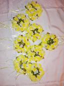 Květinové ozdoby třeba na stůl,