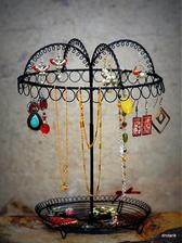 retro stojan na šperky