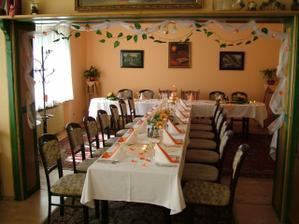 náš ozdobený stůl ... jednoduše a do oranžova